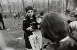 winogrand-diane-arbus-love-in-central-park-new-york-800x530